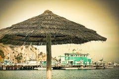 Weinlese-Art-Strandschirm Stockbilder
