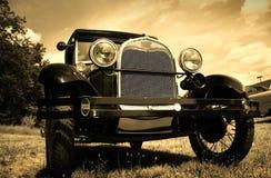 Weinlese-Automobil Lizenzfreie Stockfotos
