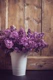 Weinlese-Blumenstrauß von lila Blumen Lizenzfreie Stockfotografie