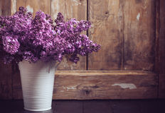 Weinlese-Blumenstrauß von lila Blumen Lizenzfreies Stockfoto
