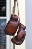 Weinlese-Boxhandschuhe Stockbilder