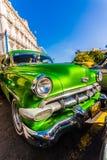 Weinlese Chevrolet parkte in altem Havana lizenzfreie stockfotos
