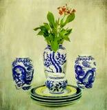 Weinlese-chinesisches Porzellan mit Blume Stockbilder