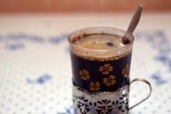Weinlese coffe Schale/Glas mit Löffel Lizenzfreie Stockfotos