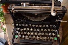 Weinlese-Deutsch-Schreibmaschine Lizenzfreie Stockfotos