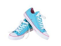 Weinlese, die blaue Schuhe hängt stockbild
