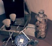 Weinlese, die Zubehör, Parfüme und Gesichtspuder rasiert Nahaufnahme Add bearbeiten Effekt nach Lizenzfreies Stockbild