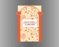 Weinlese-Einladungskarte mit nahtlosem indischem Artmit blumenrüttler Stockbild