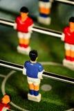 Weinlese Foosball, Tabellen-Fußball oder Fußball-Kicker-Spiel lizenzfreies stockbild