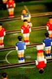 Weinlese Foosball, Tabellen-Fußball oder Fußball-Kicker-Spiel lizenzfreie stockbilder