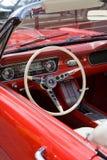 Weinlese-Ford-Mustang Krakà ³ w im Museum Stockfotografie