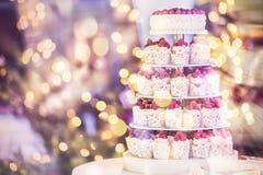 Weinlese frischer Berry Cupcake stockbild