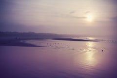 Weinlese gefiltertes Bild des Strandes bei Sonnenuntergang Stockfotos