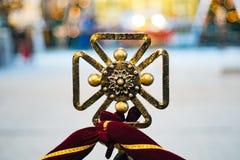Weinlese geschmiedetes Kennzeichen die Kirche des Ritter Templar-Kreuzes lizenzfreie stockfotos