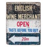 Weinlese getragenes Weinkaufmannszeichen Stockbild