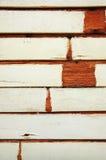 Weinlese grunge befleckte weiße Farbe auf altem Holz Stockfoto