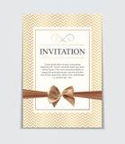 Weinlese-Hochzeits-Einladung mit Bogen-und Band-Schablonen-Vektor I vektor abbildung