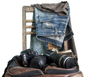 Weinlese, Jeans auf einem Holzstuhl Lizenzfreie Stockfotografie