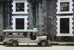 Weinlese jeepney intramuros Manila Philippinen Lizenzfreies Stockfoto