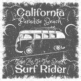 Weinlese-Kalifornien-Strandplakat Surfen Sie Reitertypographie für Druck, T-Shirt, T-Stück Design Stockbild