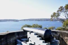 Weinlese-Kanone, die über Sydney Harbour schaut Stockfotografie
