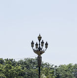 Weinlese-Licht-Beitrag auf der Straße Stockbild