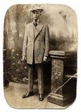 Weinlese-Mann in überprüfter Klage Stockbilder