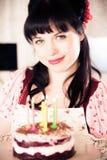Weinlese-Mädchen mit Geburtstags-Kuchen Stockbilder