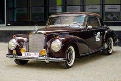 Weinlese Mercedes an MERCEDES-BENZklassischem Tag 2010 Lizenzfreie Stockfotografie