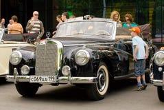 Weinlese Mercedes an MERCEDES-BENZklassischem Tag 2010 Stockbilder