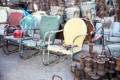 Weinlese-Metallstühle für Verkauf Lizenzfreie Stockfotos