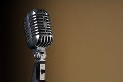 Weinlese-Mikrofon über Steigung-Hintergrund Stockfotografie