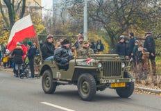 Weinlese Militär-Willys-Jeep auf Parade lizenzfreie stockfotografie