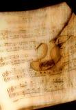 Weinlese-Musik mit Rose Stockfoto