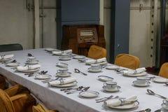 Weinlese-Offizier ` s Tabelle auf einem Schiff Stockfoto