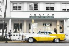 Weinlese-Oldsmobile-Kabriolett in Miami stockfotografie