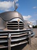 Weinlese Packard-Auto mit Schwan Lizenzfreie Stockfotos