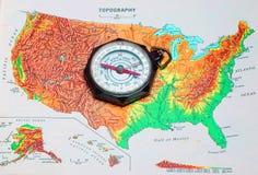 Weinlese-Pfadfinder des Amerika-Kompassses über US. Stockbild