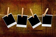 Weinlese-polaroidfelder in einer Dunkelkammer Stockbild