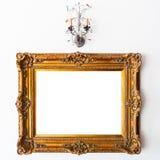 Weinlese-Rahmen und Lampe Stockfoto