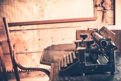 Weinlese-Raum und Schreibtisch lizenzfreies stockfoto