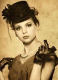 Weinlese redete Portrait einer schönen Frau an Stockbild