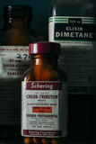 Weinlese, Retro- Medizin-Flaschen - verlassene Apotheke Lizenzfreies Stockfoto
