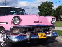Weinlese-rosa Auto in Havana Cuba Lizenzfreies Stockfoto