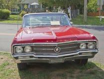 Weinlese rote Buick Vorderansicht Stockbild