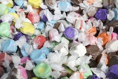 Weinlese-Salzwasser Taffy Candies Stockbilder