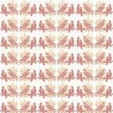 Weinlese-schäbiger rosa Liebes-Vogel-Muster-Hintergrund Stockbilder