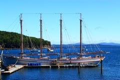 Weinlese-Schiffs-Stangen-Hafen Küsten-Maine stockfotos