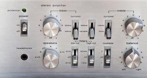 Weinlese-Stereoverstärker-glänzendes Metall Front Panel Controls Stockfoto