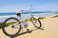 Weinlese-Strand-Kreuzer-Fahrrad Stockbilder